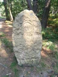 Po drodze na szlaku trafiliśmy na kamień informujący o tym, że znajdujemy się w Parku Narodowym.